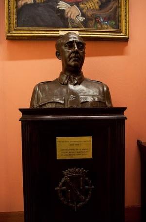 бюст Франко в Морском музей в Мадриде