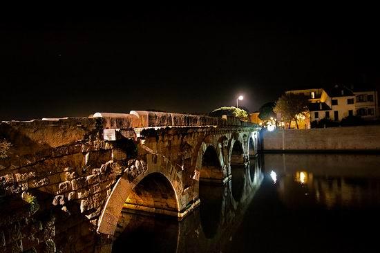 мост Тиберия ночью