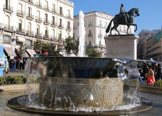 фонтан на Площади Пуэрта-дель-Соль