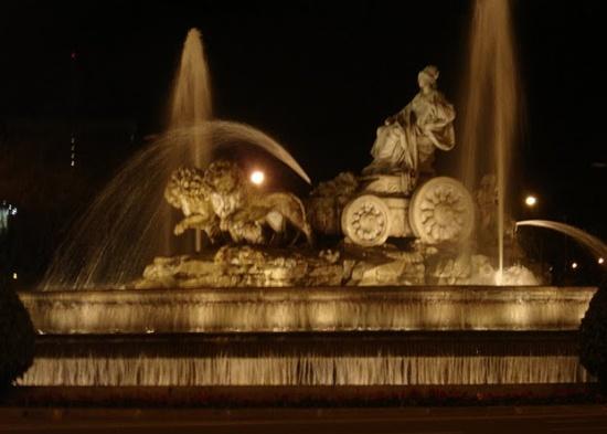 фонтан Сибелес ночью