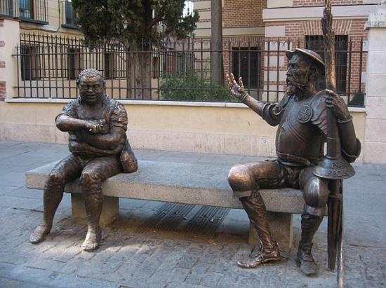Дон Кихот и Санчо Панса возле дома Сервантеса