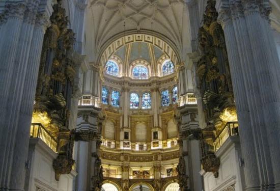 внутри Королевской капеллы в Гранаде