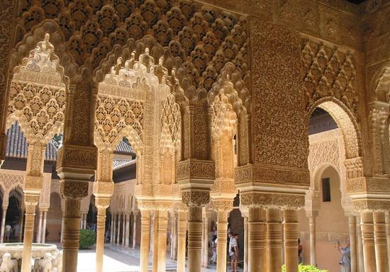 внутри Альгамбры