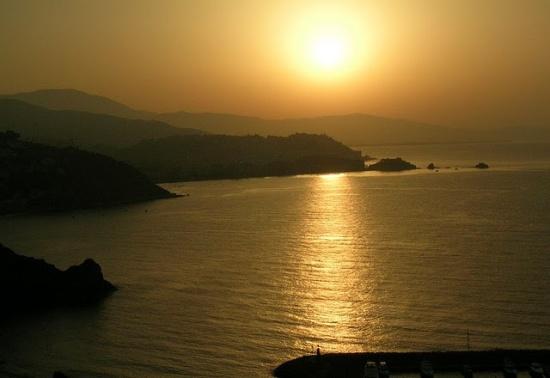 побережье Коста Тропикаль вечером