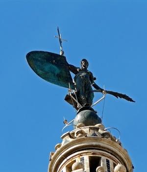 Бронзовая статуя христианской Веры на башне Хиральда