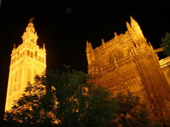 башня Хиральда ночью