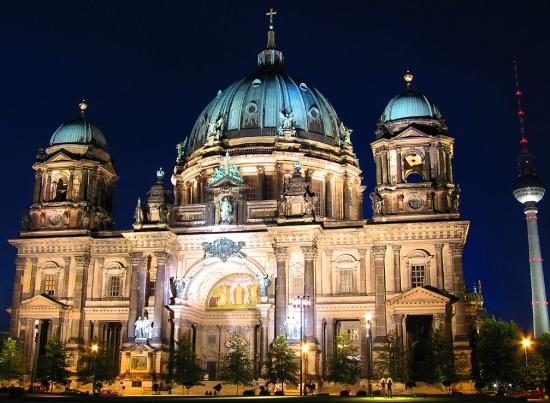 Берлинский кафедральный собор ночью