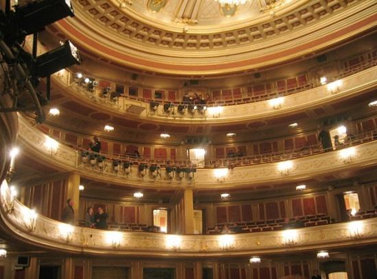 внутри Берлинской оперы