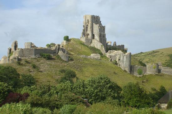 Руины замка Корфе