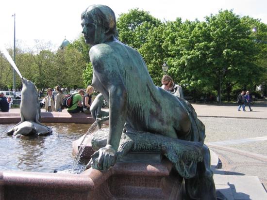 скульптура Фонтана Нептун в Берлине