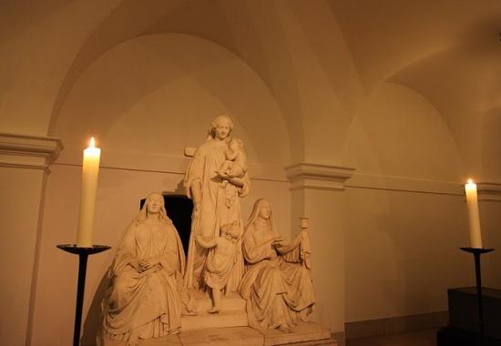 внутри церкви Святой Марии в Берлине