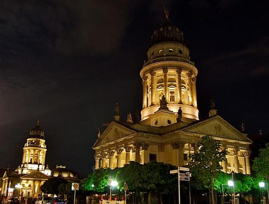 Французский собор в Берлине ночью