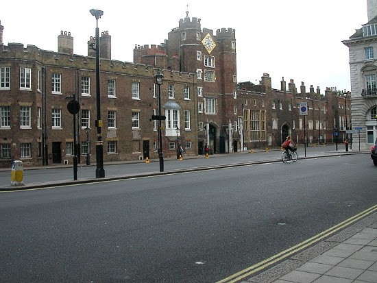 Дворец Святого Иакова в Лондоне