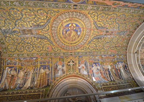 внутри Церкви кайзера Вильгельма