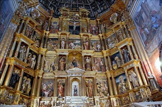 внутри Монастыря святого Иеронима