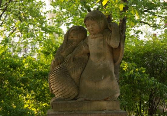 скульпртура Фонтана сказок в Берлине