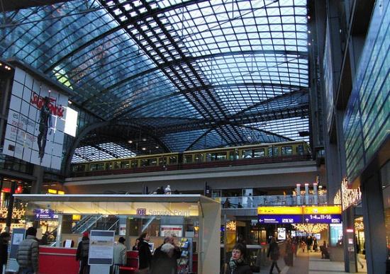 внутри Центрального вокзала Берлина