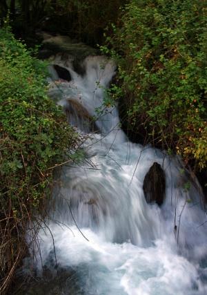 водопад в Национальном парке Сьерра-Невада в Испании