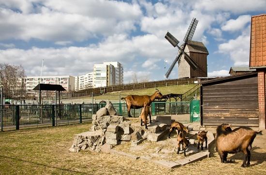 ветряная мелница в деревне Марцан в Берлине