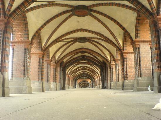 мост Обербаумбрюкке в Берлине