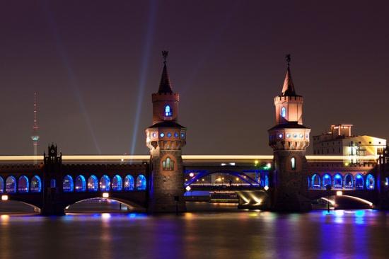 мост Обербаумбрюкке ночью