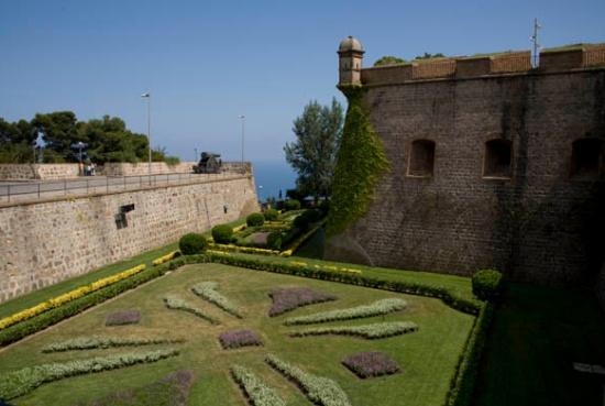 Замок Монжуик в Барселоне