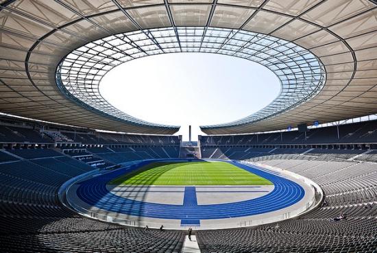 поле Олимпийского стадиона в Берлине