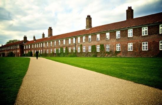 дворец Хэмптон-корт
