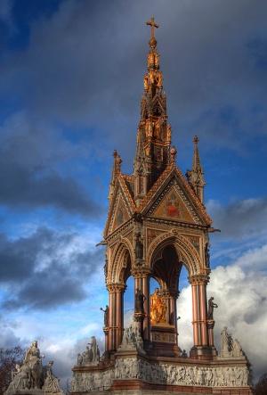 Мемориал Принца Альберта расположен в Кенсингтон-Гарденс