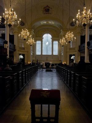 внутри Церкви Святого Мартина в Лондоне