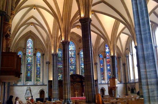 внутри Церкви Темпла