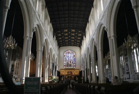 внутри Церкви Святой Маргариты