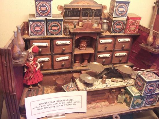 внутри Музея игрушек Поллока