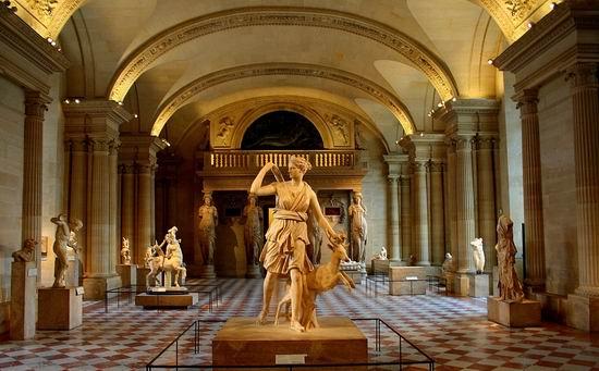 Музей Лувр (Musee du Louvre) один из крупнейших и старейших художественных  ...