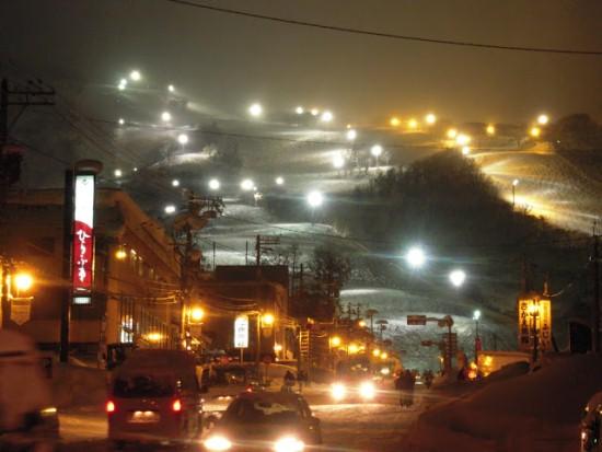 Горнолыжный курорт Нисеко ночью