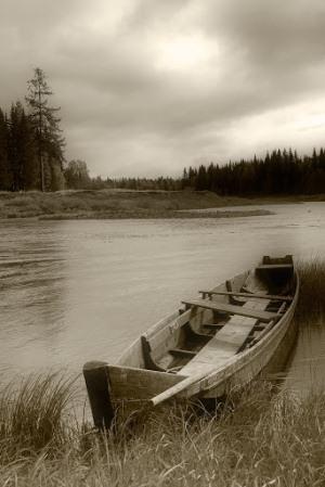 Лодка на реке Ай