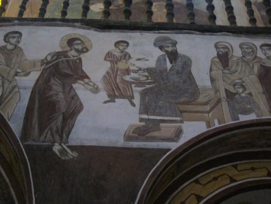 Внутри монастыря Гелати в Грузии