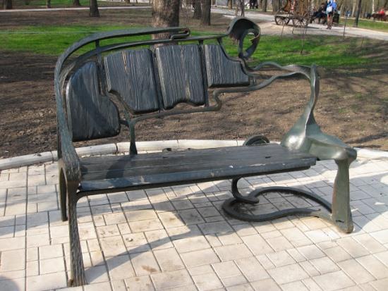 Экспонат парка кованых фигур в Донецке