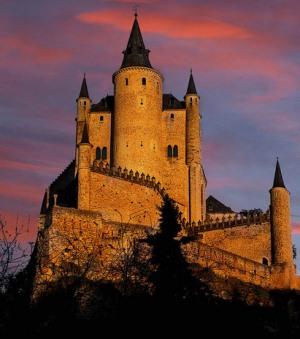 Замок Алькасар в Сеговии ночью