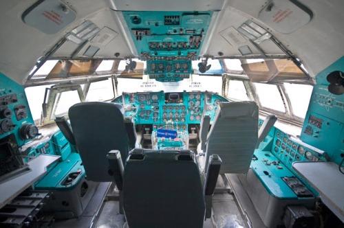 Внутри самолета, музей авиации Украины