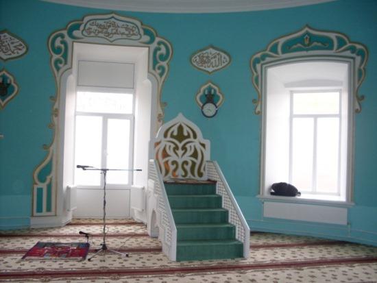 Внутри мечети Нурулла