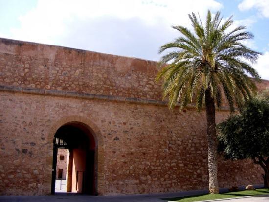 Замок Санта-Пола в Испании