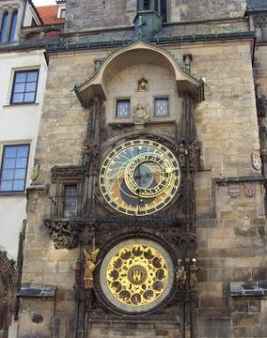 Знаменитые Пражские куранты – это башенные средневековые часы