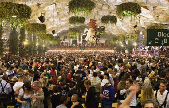 палатки на фестивале Октоберфест