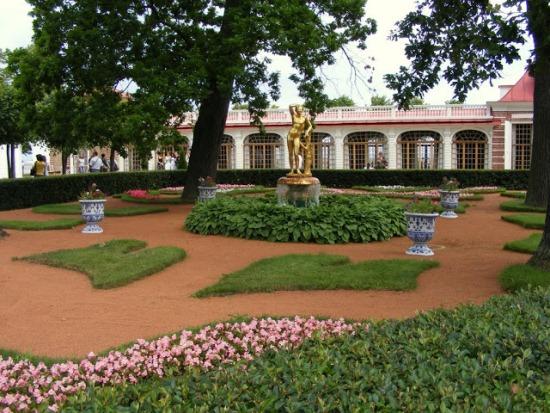 Монплезирский сад в Санкт-Петербурге
