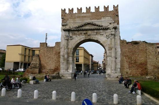 Арка Августа в городе Римини