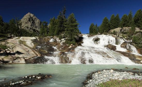 Водопады возле озера Дарашколь