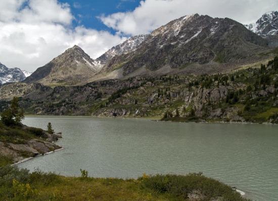 Озеро Дарашколь в Республике Алтай