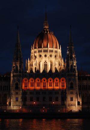 Здание Венгерского Парламента ночью