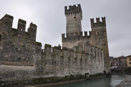 Крепость Скалигер возле озера Гарда